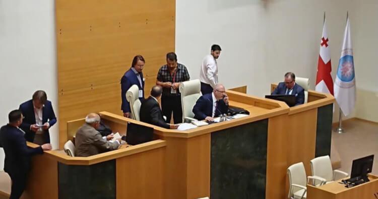 سيرجي جافريلوف في كلمته امام البرلمان الجورجي
