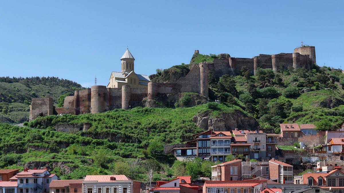 قلعة ناريكالا الأثرية في تبليسي متعة بنات جورجيا السياحة في جورجيا المسافرون العرب